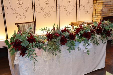 冬の装花 クリスマス 深い赤のダリア黒蝶と、手編みのドイリーと、スワッグそして灯火_a0042928_21473539.jpg