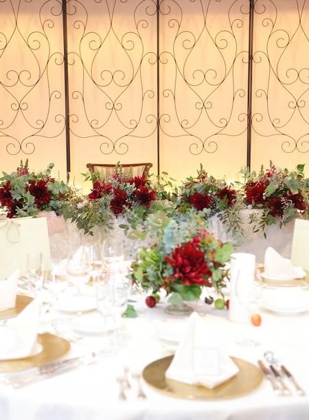 冬の装花 クリスマス 深い赤のダリア黒蝶と、手編みのドイリーと、スワッグそして灯火_a0042928_21501949.jpg