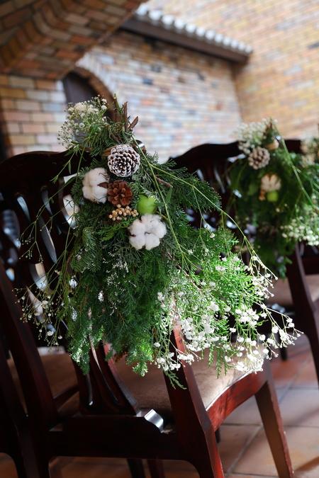 冬の装花 クリスマス 深い赤のダリア黒蝶と、手編みのドイリーと、スワッグそして灯火_a0042928_21562868.jpg
