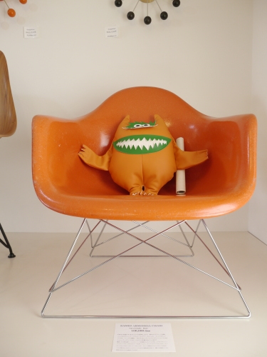 2017 Christmas GIFT Vol.8... EAMES ARMSHELL CHAIR Ochre Light+Rocker Base 他ヴィンテージアームシェル♪_b0125570_10174873.jpg