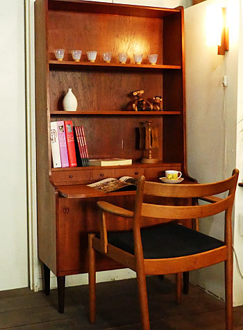 writing desk with bookshelf_c0139773_15372903.jpg