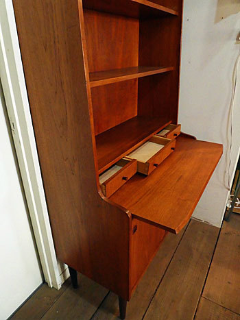 writing desk with bookshelf_c0139773_15382779.jpg