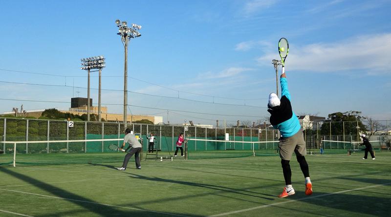 市営コートで今日もテニス_b0114798_18395323.jpg