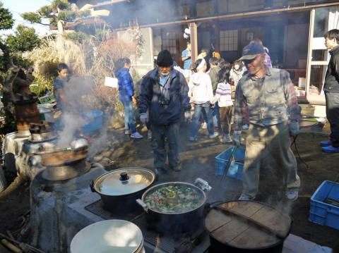 カッちゃん邸の餅つき大会で「北鎌倉の恵み」大好評!12・23_c0014967_09171844.jpg