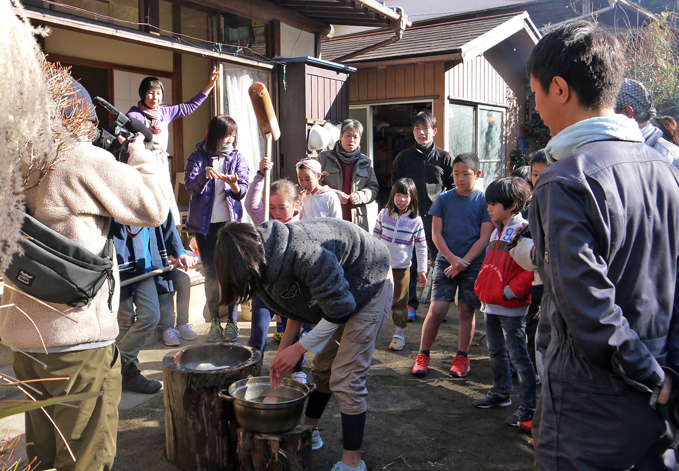 カッちゃん邸の餅つき大会で「北鎌倉の恵み」大好評!12・23_c0014967_71722.jpg