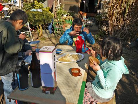 カッちゃん邸の餅つき大会で「北鎌倉の恵み」大好評!12・23_c0014967_7183766.jpg