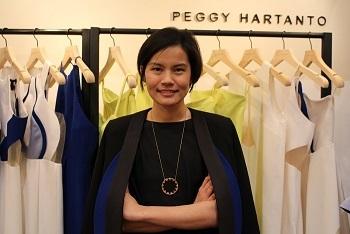 若手インドネシア人デザイナー・ペギー・ハルタント 日本の素材に魅せられ コラボ作品発表へ _a0054926_09381331.jpg
