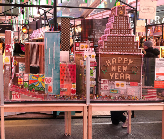 お菓子の家でタイムズ・スクエアを再現?!_b0007805_22405756.jpg