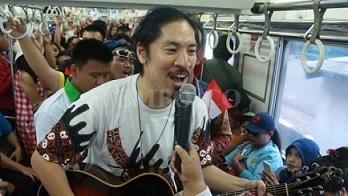歌手の加藤ひろあきさん 日本インドネシア60都市ツアー」「僕なりの友好」を来年の目標_a0054926_07164219.jpg