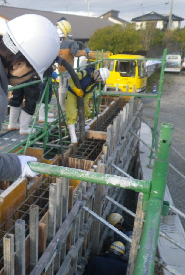 湯之元の店舗のコンクリート打設を行いました。_d0174072_17143328.jpg