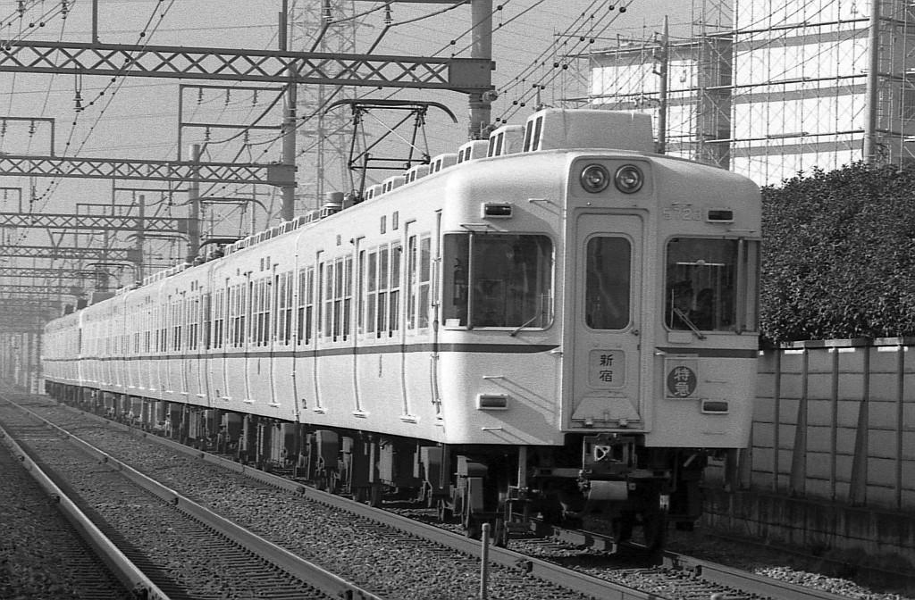 1987年12月京王線平山城址公園~南平にて5000系9連特急_f0203926_22205475.jpg