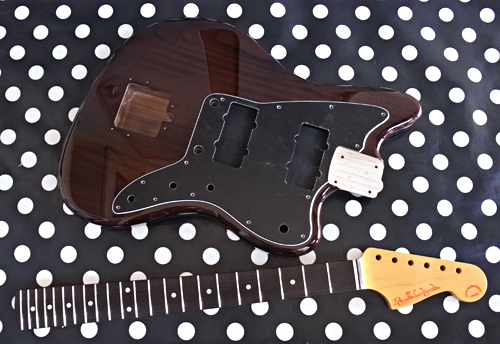 Burn Brown色 × 3種のギターの塗装が完了です!_e0053731_16221144.jpg