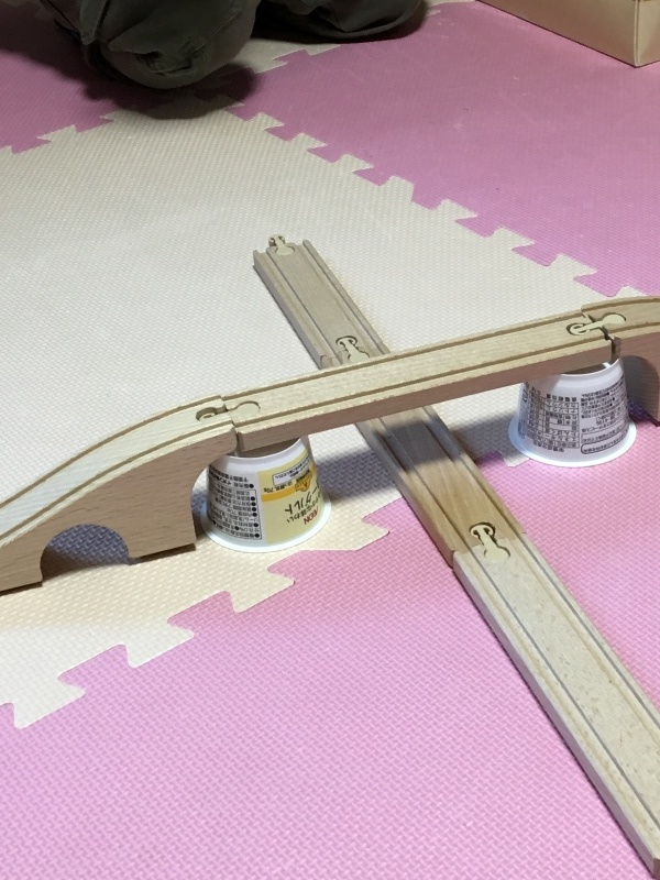 木のレール、人形、鉄橋_e0366572_16310011.jpg