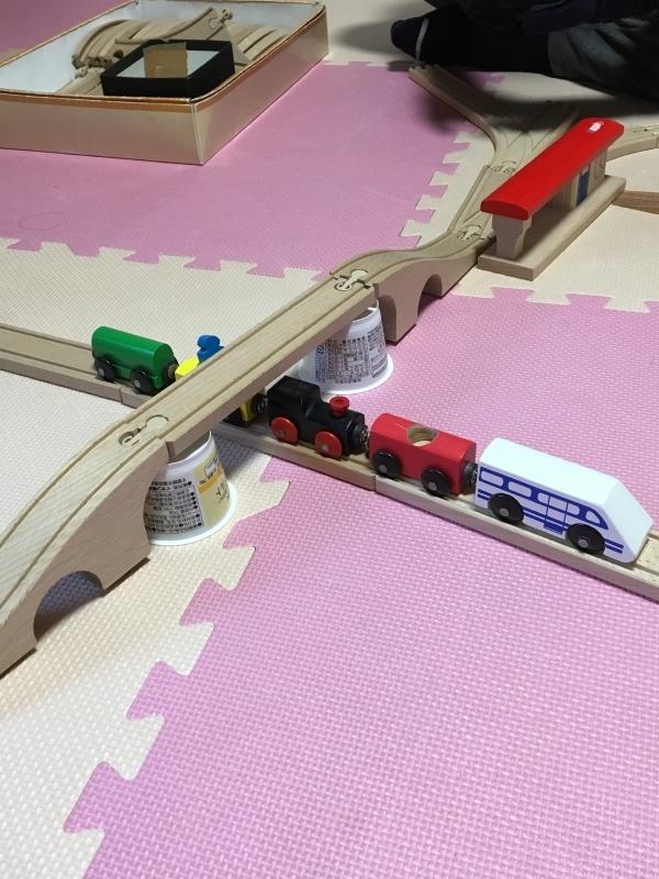 木のレール、人形、鉄橋_e0366572_16311151.jpg