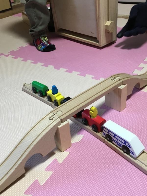木のレール、人形、鉄橋_e0366572_16311792.jpg