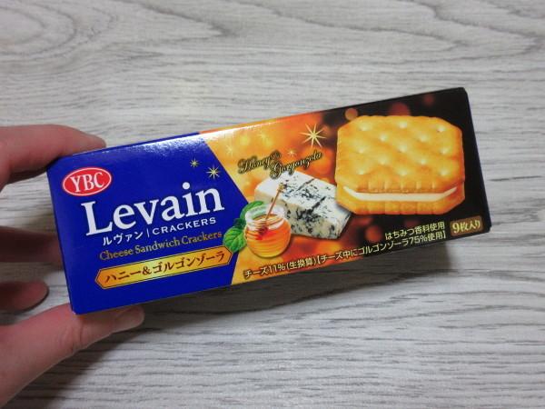 【ヤマザキビスケット株式会社】Levain(ルヴァン)ハニー&ゴルゴンゾーラ_c0152767_21170080.jpg