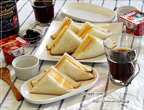 玉子ハムサンドで朝ごパンと今日のわんこ♪_f0348032_17532124.jpg