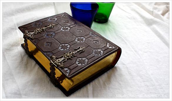 album de photos en cuir 聖書・古書のようなフォトアルバム フランスアンティーク_d0184921_13241714.jpg