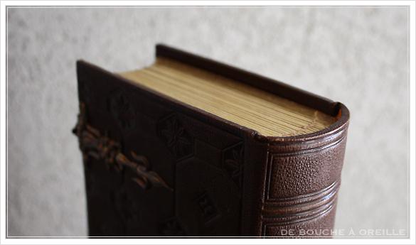album de photos en cuir 聖書・古書のようなフォトアルバム フランスアンティーク_d0184921_13464042.jpg