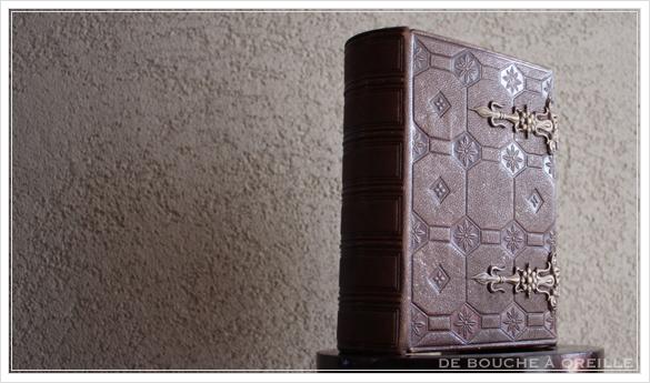 album de photos en cuir 聖書・古書のようなフォトアルバム フランスアンティーク_d0184921_14151433.jpg