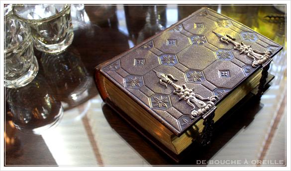 album de photos en cuir 聖書・古書のようなフォトアルバム フランスアンティーク_d0184921_14203822.jpg