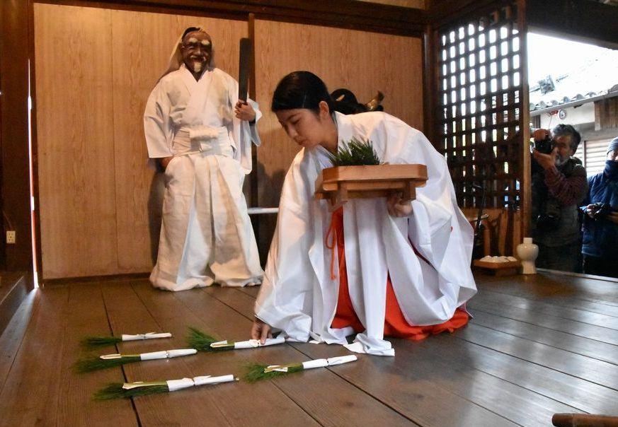 奈良で一番早い  植槻神社(大和郡山市植槻町)のオンダ_a0237937_22290509.jpg