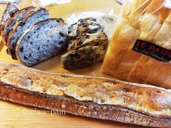 ロブションも久々だけどパンを買うこと自体も久々だ。_e0197587_21052661.jpg