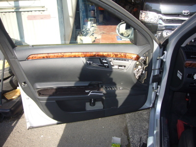 メルセデスベンツ・S500 W221 パワーウインド不調 修理_c0267693_15595686.jpg