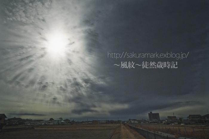 冬の光芒と休耕田。_f0235723_20292464.jpg