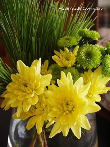 お正月の花はイエロー×グリーン_f0361692_12513131.jpg