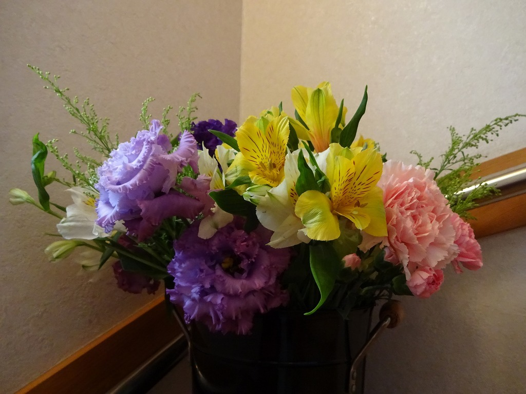 頂き物の花々でうちが華々しく彩る_d0061678_12134850.jpg