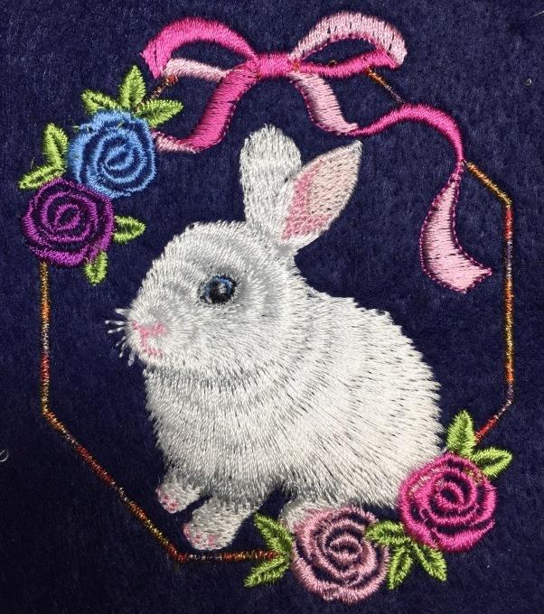 薔薇とウサギ_e0385587_02064446.jpeg