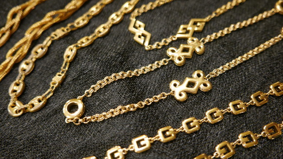 Long gold necklace_f0144612_09475880.jpg