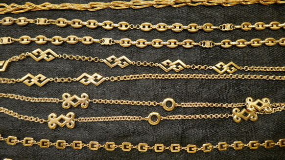 Long gold necklace_f0144612_09475887.jpg