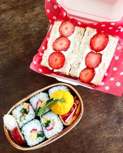 女子中学生のお弁当 サンドイッチと巻き寿司_b0048834_09235842.jpg