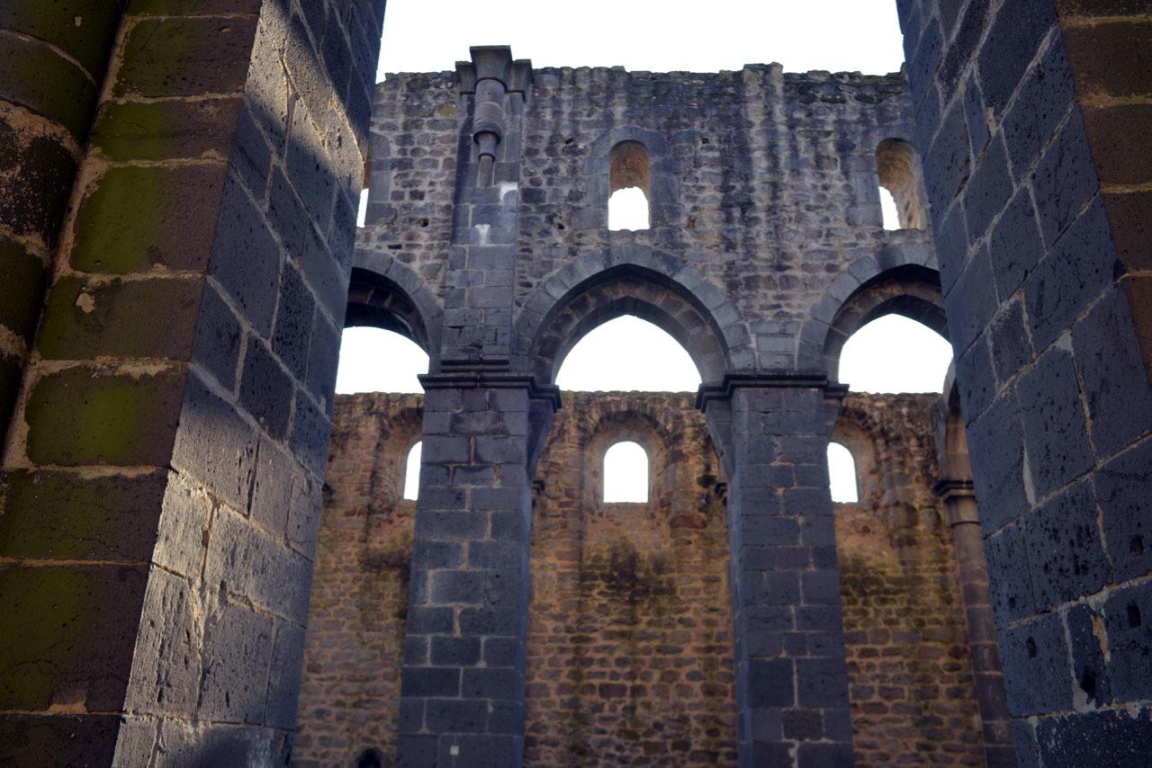 修道院の遺跡の文字_e0175918_01160436.jpg