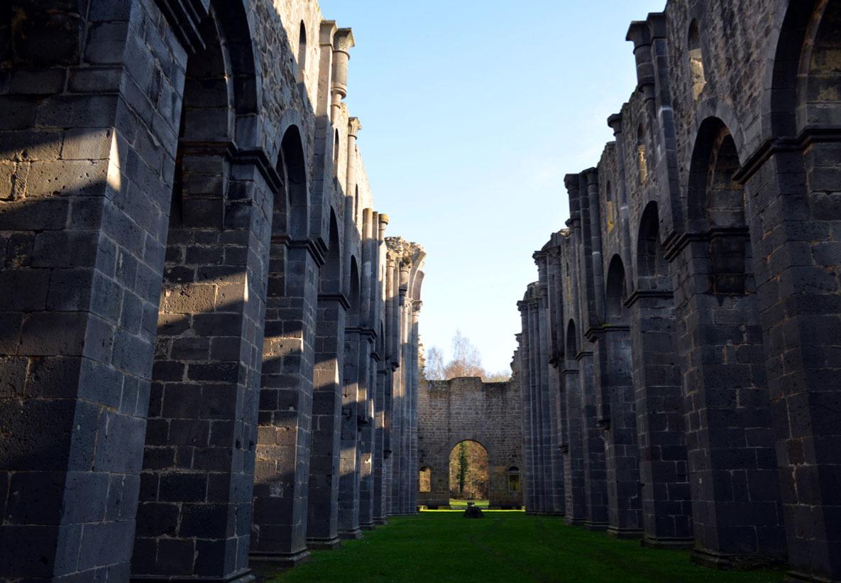 修道院の遺跡の文字_e0175918_01161273.jpg