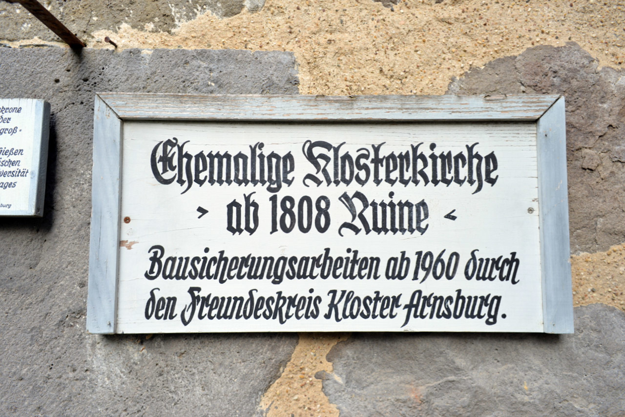 修道院の遺跡の文字_e0175918_01185956.jpg
