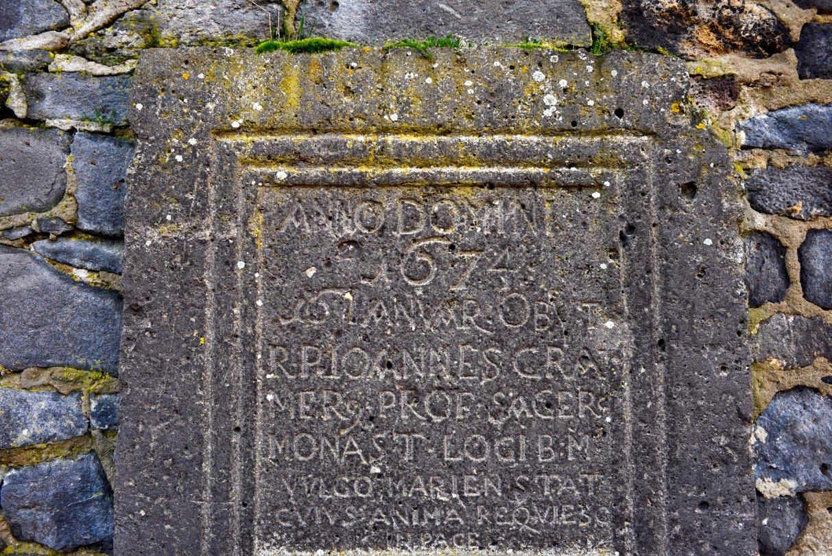 修道院の遺跡の文字_e0175918_01200388.jpg