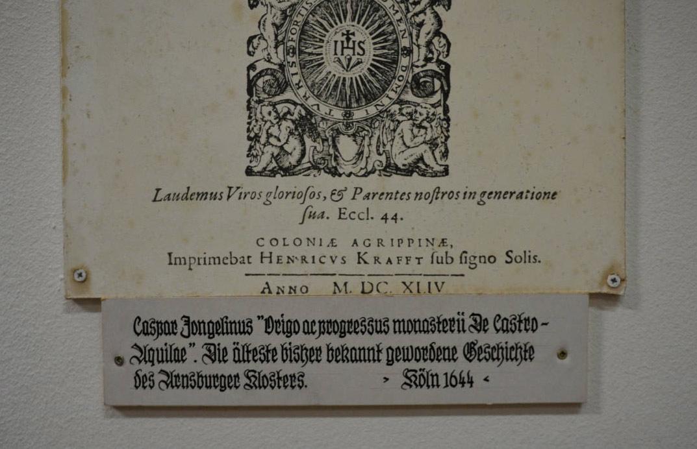 修道院の遺跡の文字_e0175918_02061214.jpg