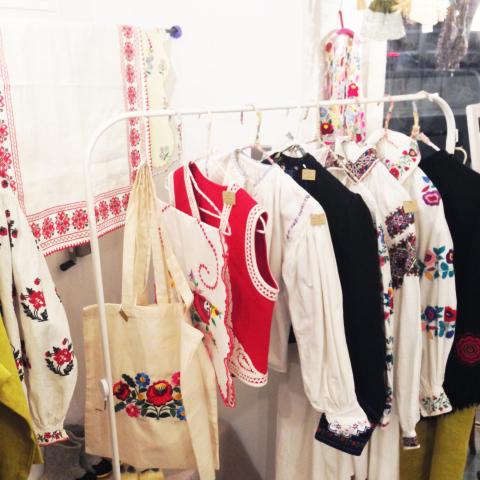 「リネンと刺繍とくつしたと」開催中_d0156336_01100802.jpg