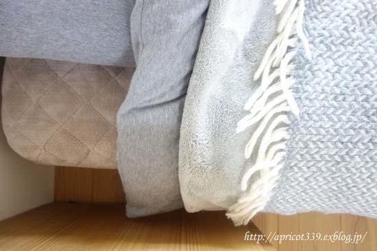 冬の寝室と、毛布と布団の重ね方_c0293787_13495444.jpg