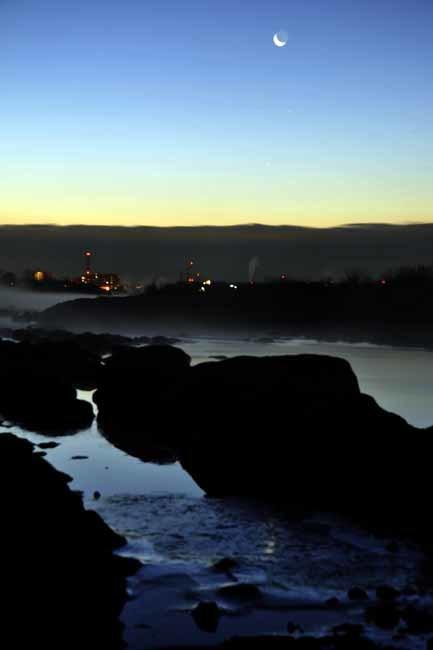 多摩川の霧と月_f0173596_10084063.jpg