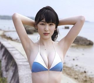 宮下かな子さんの週刊プレイボーイ5号での水着グラビアが話題です。_e0192740_22501147.jpg