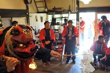 小正月に集落のお神楽の後で・・・横浜・濱うさぎの『獅子舞最中』。_f0177373_19552439.jpg