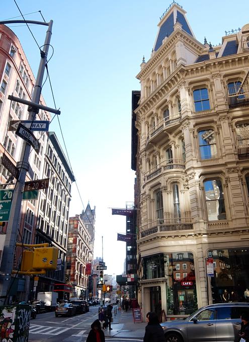 いかにもニューヨークらしい食器屋さん、フィッシュ・エディ(Fishs Eddy)_b0007805_223696.jpg