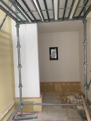 室内と外で仕上げ工事中_a0148909_16052448.jpg
