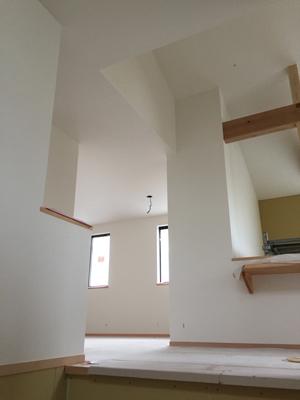 室内と外で仕上げ工事中_a0148909_16055547.jpg