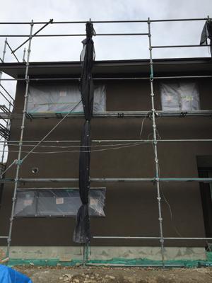 室内と外で仕上げ工事中_a0148909_16062542.jpg
