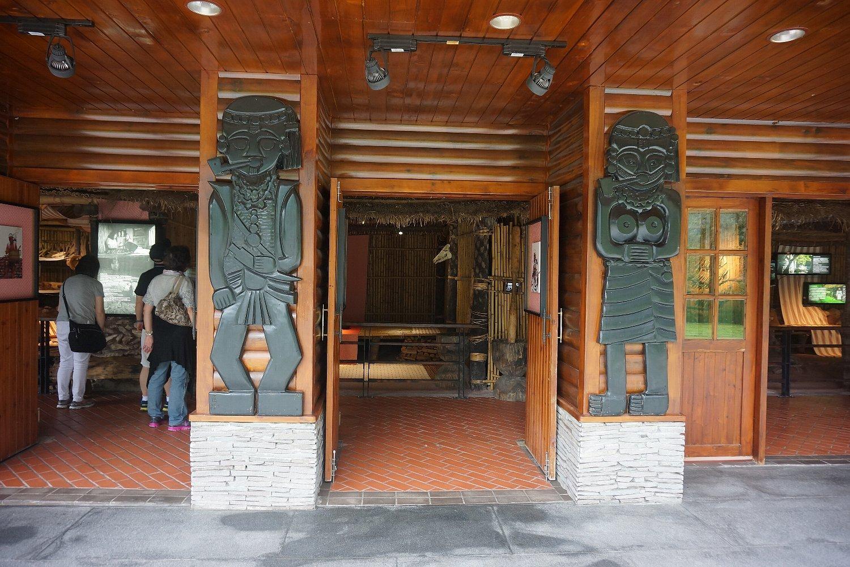 太魯閣觀景台(ビジターセンター)_c0112559_08173543.jpg